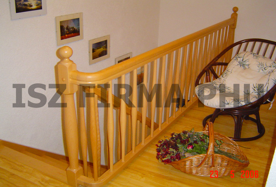 holztreppen aus polen bolzentreppen wendeltreppen. Black Bedroom Furniture Sets. Home Design Ideas